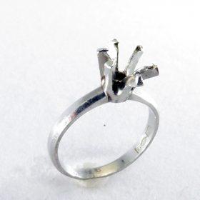 立て爪ダイヤリングのリフォーム