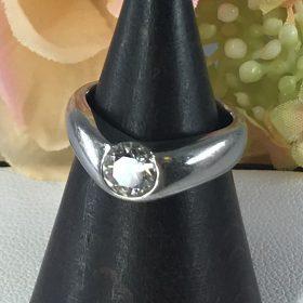 シンプルなダイヤリング